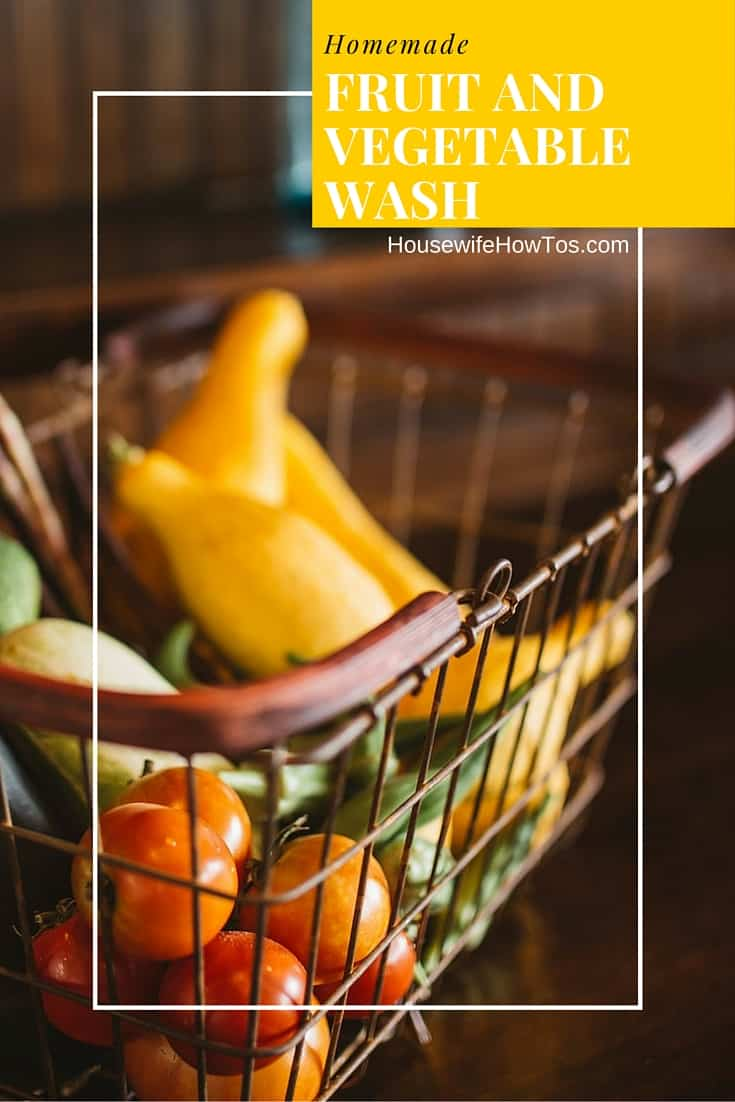Homemade Fruit and Vegetable Wash - This stuff makes my produce last so much longer!