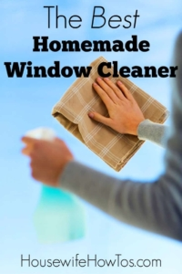 Homemade Window Cleaner | I love how this cleans and shines my windows and glass without leaving any streaks behind. Plus, I had everything I needed to make it already! | homemade cleaner | cleaning mix | glass cleaner