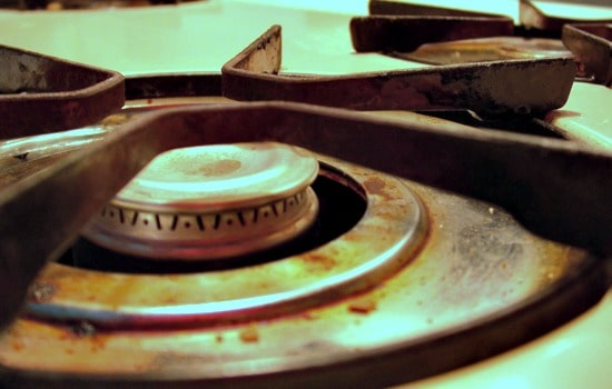How to clean a dirty stove naturally - Electric burners and drip pans should be removed