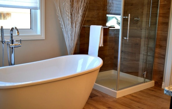 Printable weekly bathroom cleaning routine - Clean the tub and shower