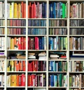 How to clean bookshelves