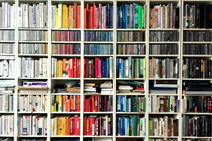 How to clean bookshelves