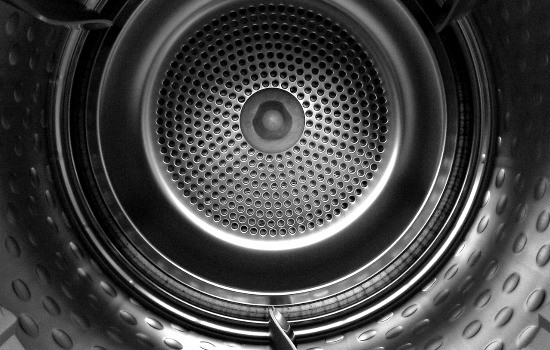How to clean your clothes dryer - Clean the drum