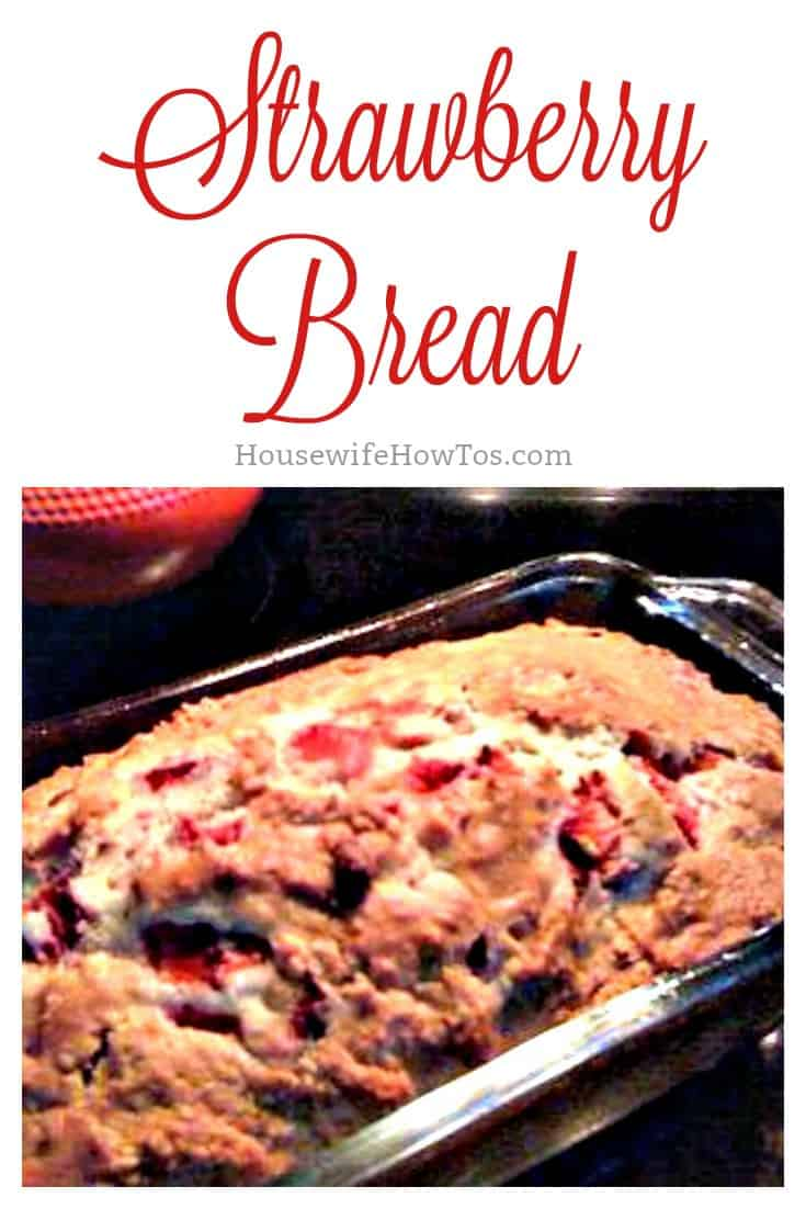 Strawberry Bread Recipe | Full of delicious, sliced strawberries with just a hint of cinnamon, this easy no-knead bread is a delicious treat. Makes a great food gift, too! #foodgift #recipe