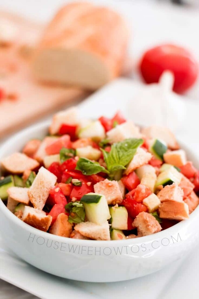 Panzanella Salad Recipe - A delicious way to use old bread #salad #breadsalad #tomatoes #cucumbers #lunch #vegetables #sidedish