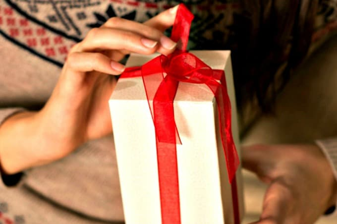 Hostess Gift Ideas and Etiquette