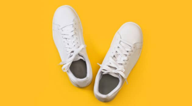 How to Clean and Deodorize Smelly Shoes