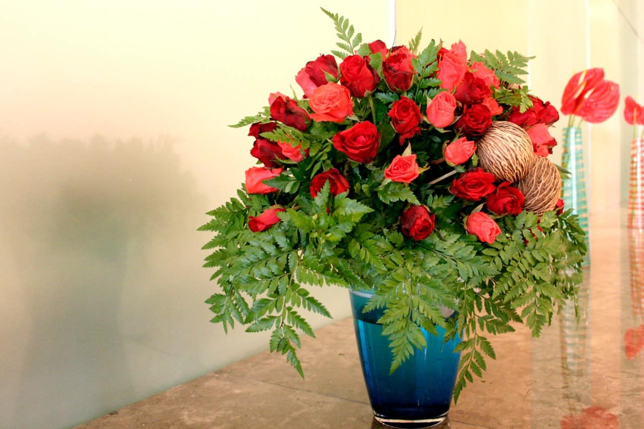 How To Keep Flowers Fresh Longer » Housewife How-Tos®