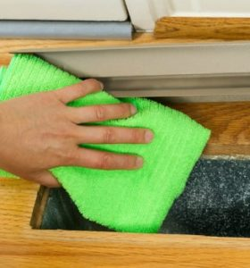 How to clean your own air ducts - Wipe the inside of ducts and surrounding area