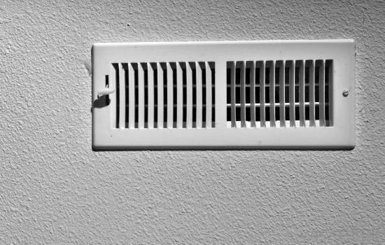 10 Professional Home Cleaning Hacks - Clean air vents