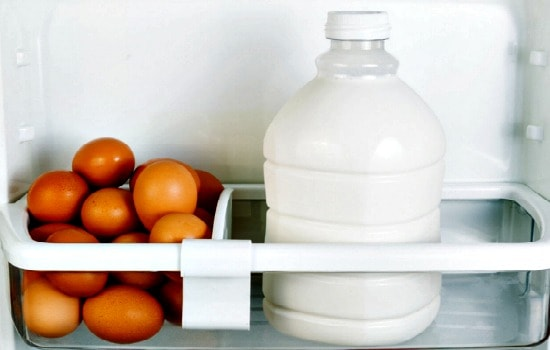 10 Professional Home Cleaning Hacks - Get rid of refrigerator odors