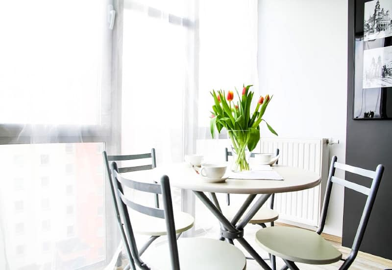 Reducing Clutter - A clean and uncluttered kitchen table