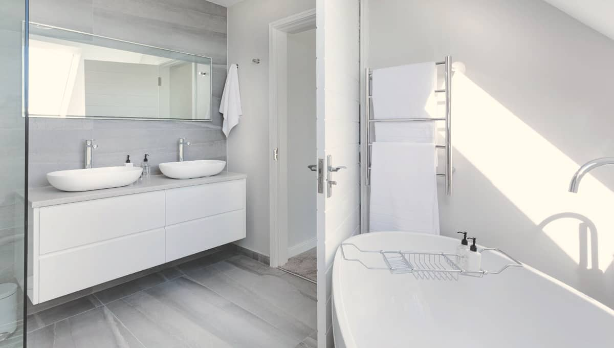 19 Genius Tips To Deep Clean A Bathroom » Housewife How-Tos®