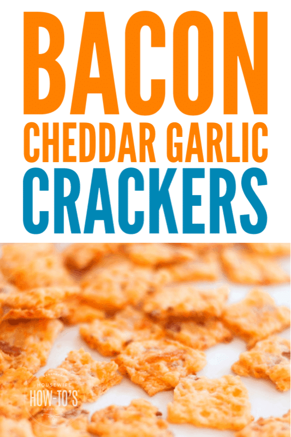 Bacon Cheddar Garlic Crackers - Easy homemade crackers packed with flavor #crackers #snacks #appetizers
