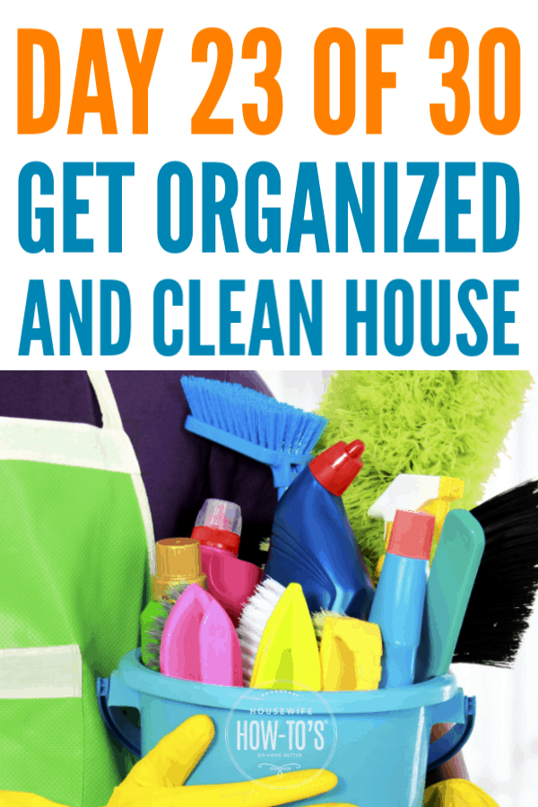 Organizing Cleaning Supplies - Find out what to keep and where to keep it in Day 23 of this free home-organizing series #cleaning #getorganized #cluttercontrol #homeorganization