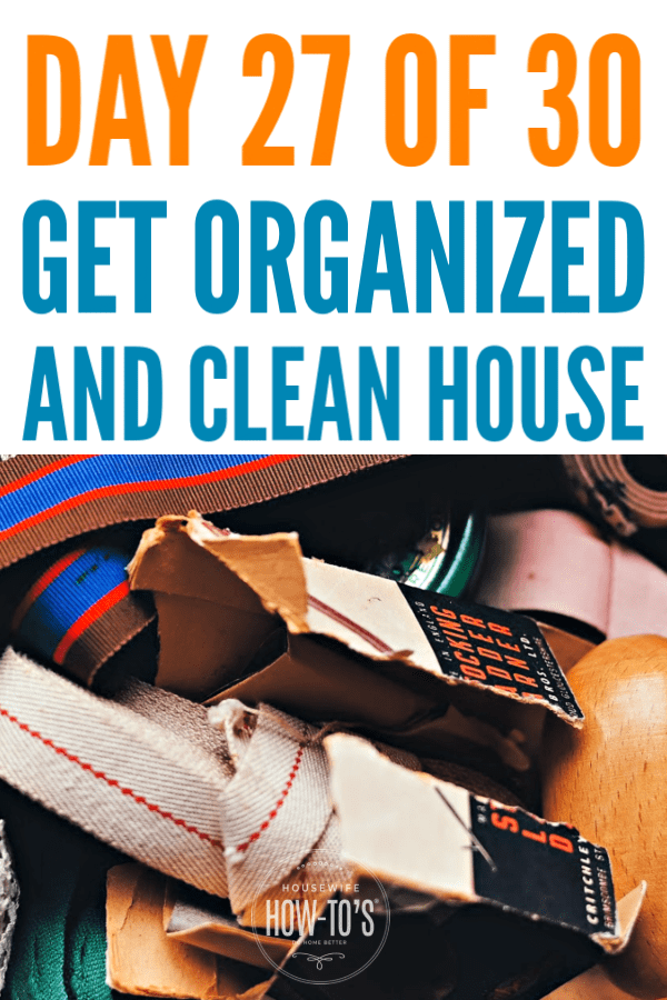 Organizing Junk Drawers - Find out what to keep and how to keep it tidy #declutter #cluttercontrol #getorganized #homeorganization