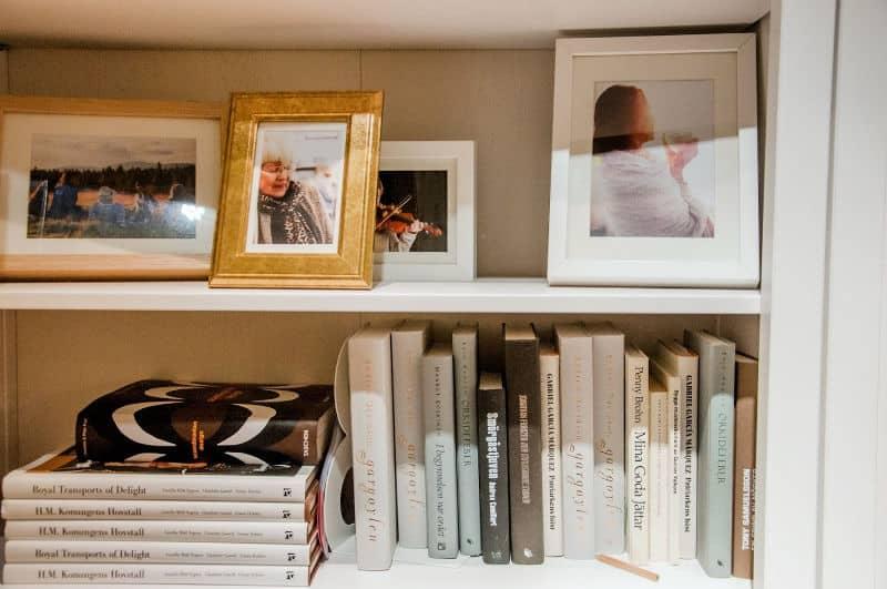 Formal living room shelves