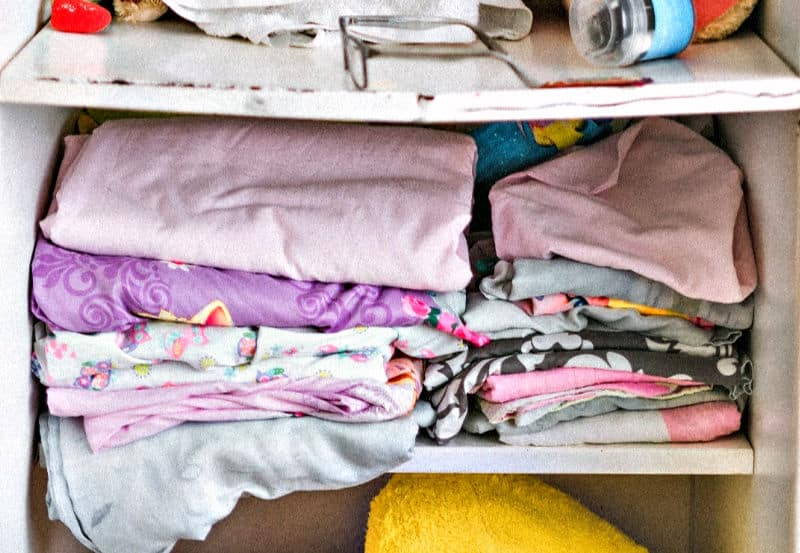 Organizing kids closets - Sagging shelves and stacked clothing do not work
