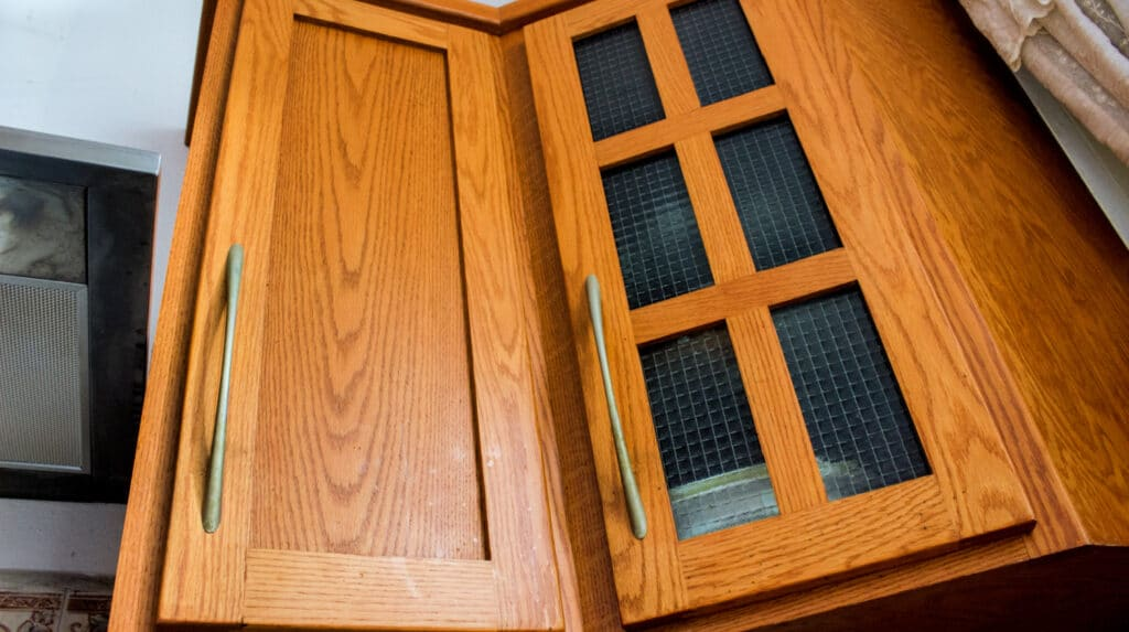 Clean Greasy Kitchen Cabinets, What Is The Best Thing To Use Clean Wood Kitchen Cabinets