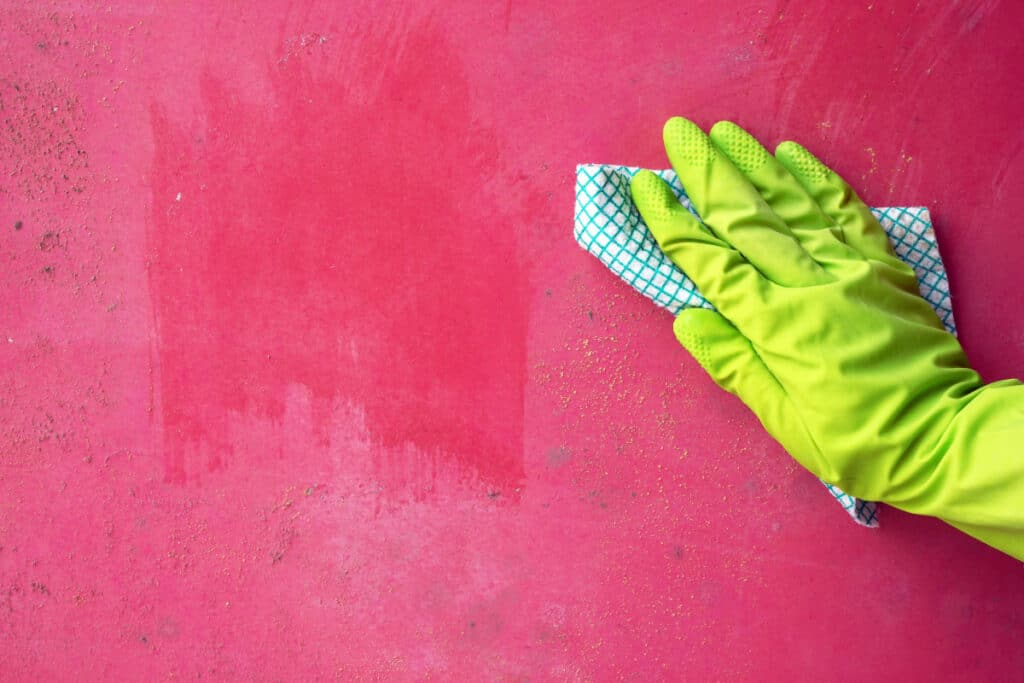 Cleaning Dirty Walls and Windows