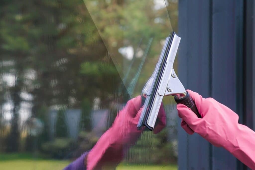 How to Wash Windows Without Leaving Streaks