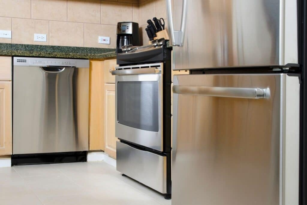 Tricks to clean and shine stainless steel without leaving streaks